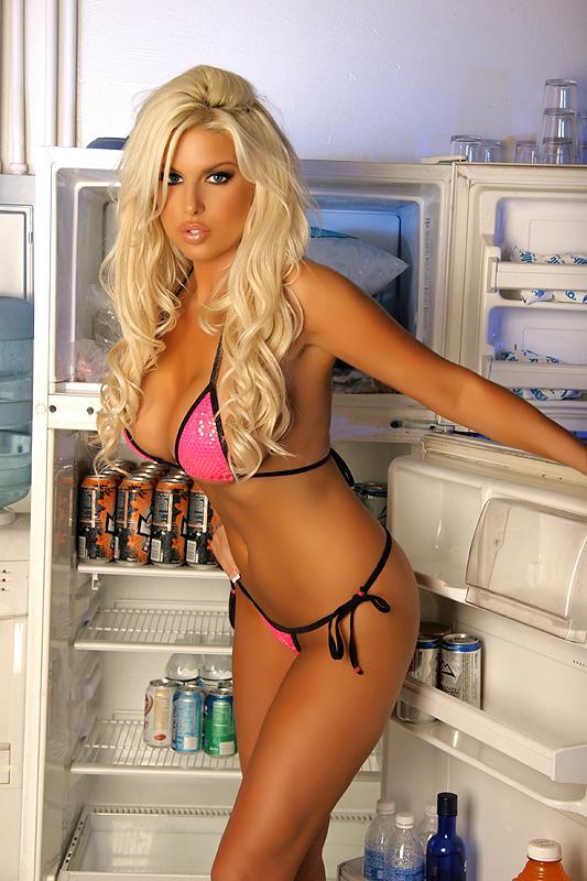 Brooke banx completely nude xxx photo