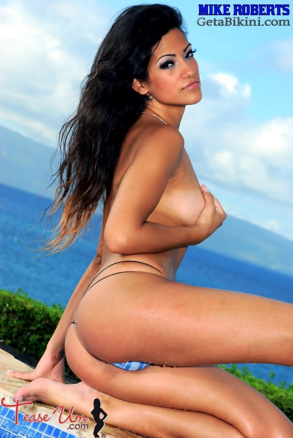 g michelle kasandra bikini bottom peek upskirt nude
